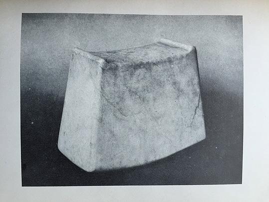 大理石の枕_e0111789_10152870.jpg