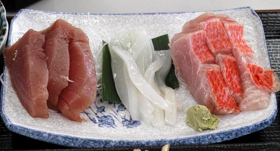 神津島特集⑩ 神津島でのお食事は、「よっちゃーれセンター」がオススメ!_c0223825_14484344.jpg