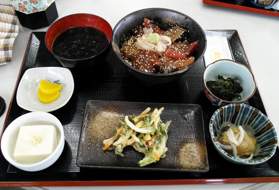 神津島特集⑩ 神津島でのお食事は、「よっちゃーれセンター」がオススメ!_c0223825_14542207.jpg