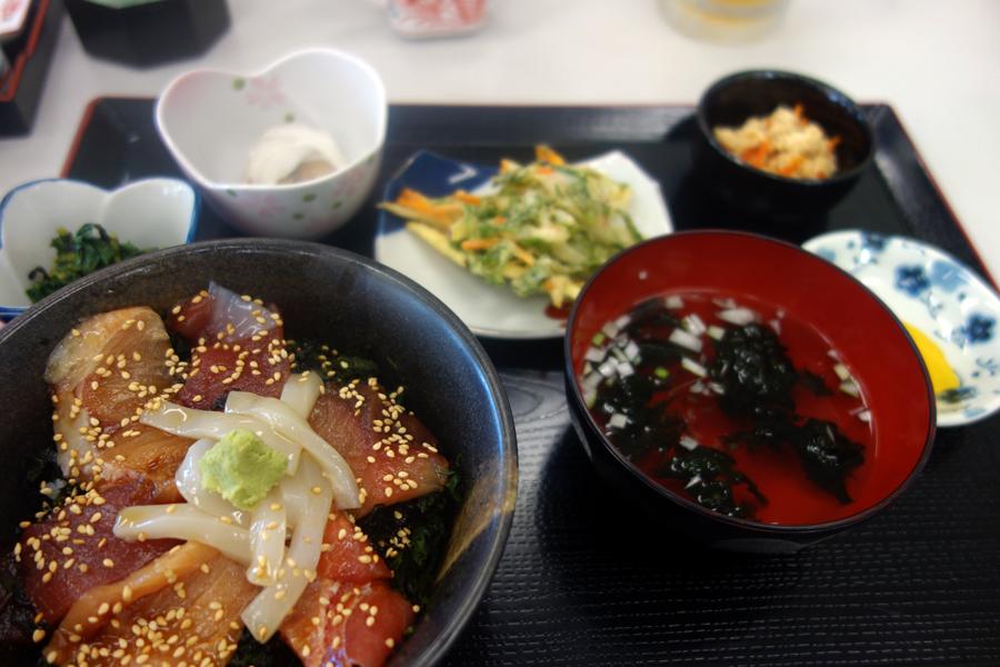 神津島特集⑩ 神津島でのお食事は、「よっちゃーれセンター」がオススメ!_c0223825_15023238.jpg
