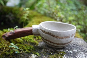 ①流木のマグカップと陶製マグカップ=長野県・G&MWorks_f0226293_9185130.jpg
