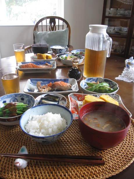 朝ご飯とおじさんの木の剪定_a0279743_13154425.jpg