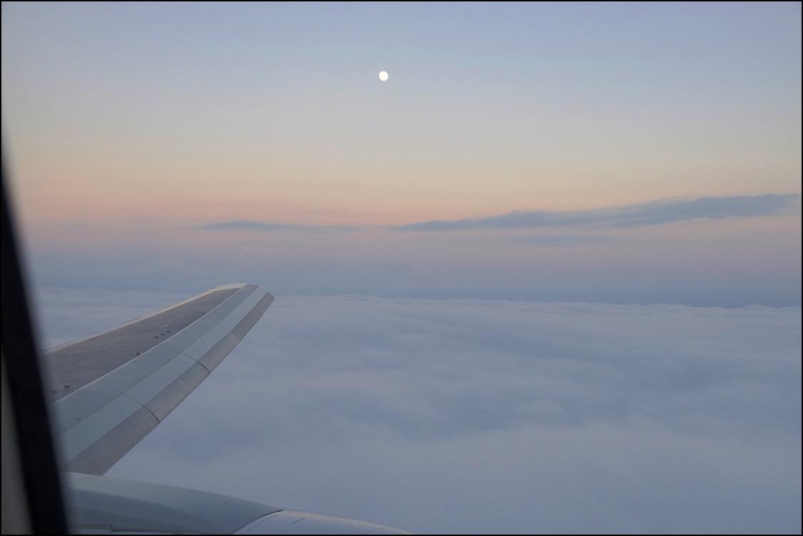 雲海を越えて十三夜の月に迎えられて東京へ_a0031363_2474729.jpg