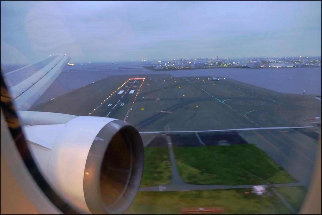 雲海を越えて十三夜の月に迎えられて東京へ_a0031363_2502370.jpg