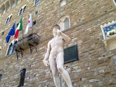 フィレンツェに3つ目のダヴィデ像レプリカ_a0136671_6394618.jpg