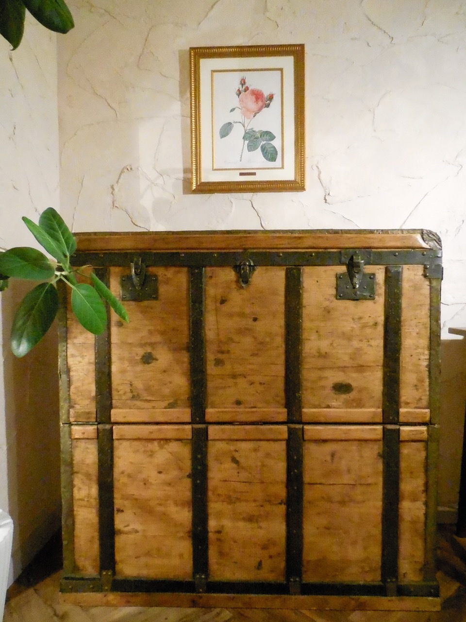 クマさんお気に入りの木製トランク_e0356356_22472547.jpg