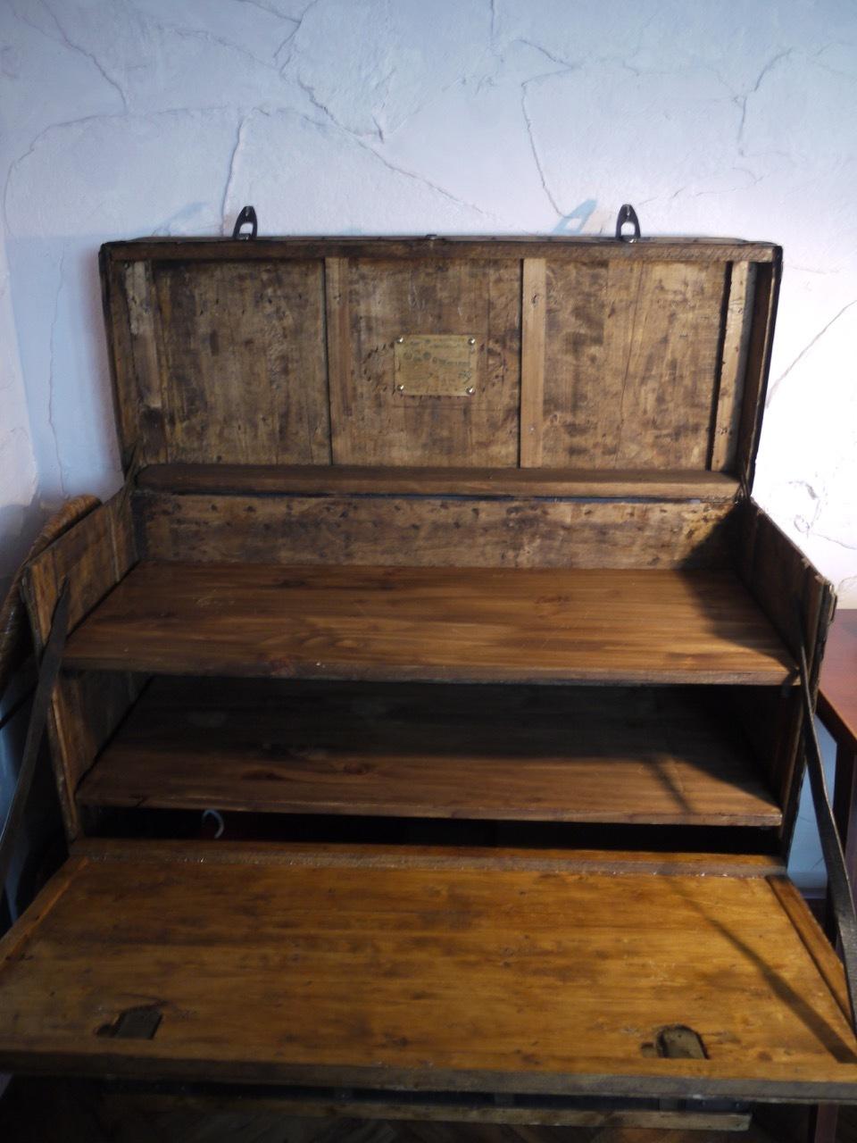 クマさんお気に入りの木製トランク_e0356356_22542732.jpg