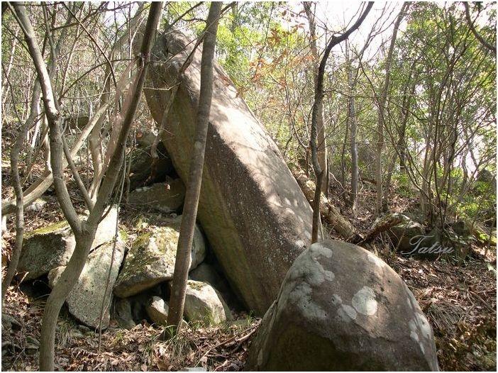 安心院 米神山の巨石群_c0222861_21222029.jpg