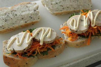 黒ごまミニ食パンで、小さなサンドイッチ!_a0165538_12100655.jpg