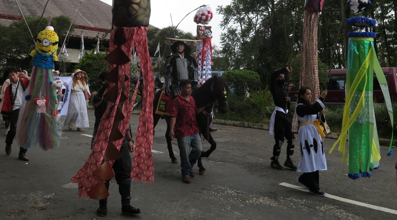 BAGUIO DAY PARADE 2015 バギオ市制106周年記念パレードに伊達政宗と七夕飾りが参加_a0109542_17275445.jpg