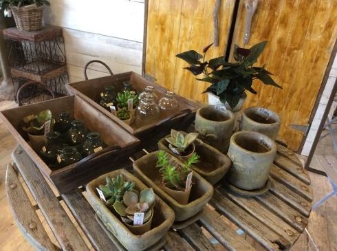 東南アジアの植木鉢の工場見たいですが、ここは、アナーセン_b0137969_11365530.jpg