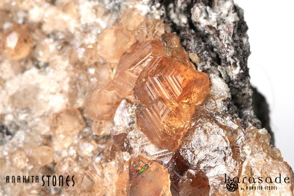 ヘソナイト原石(カナダ・ケベック州産)_d0303974_1145348.jpg