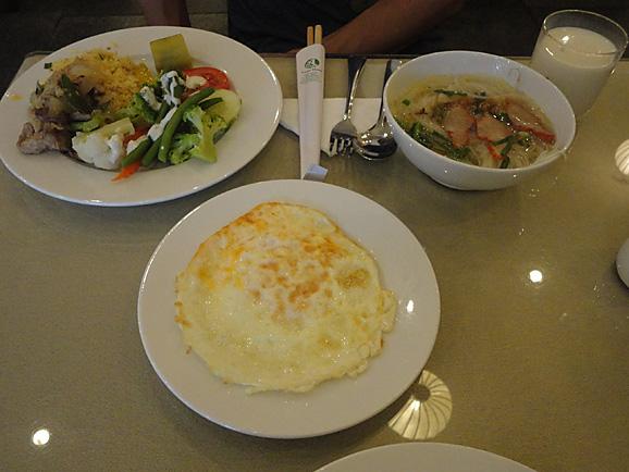 ホーチミン その5 朝食とサイゴン大教会&中央郵便局_e0230011_17524177.jpg