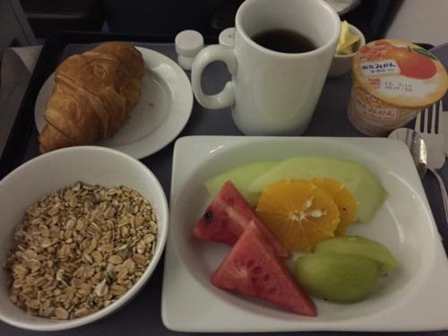 15年夏休みハワイ  1★今回もUAの機内食は…_d0285416_19564662.jpg