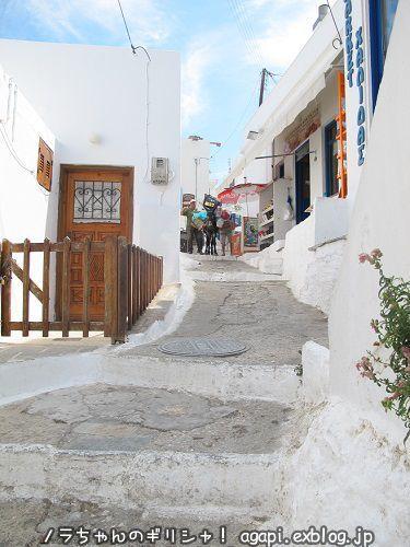 セリフォス島のロバさんは階段道の輸送手段_f0037264_23174007.jpg