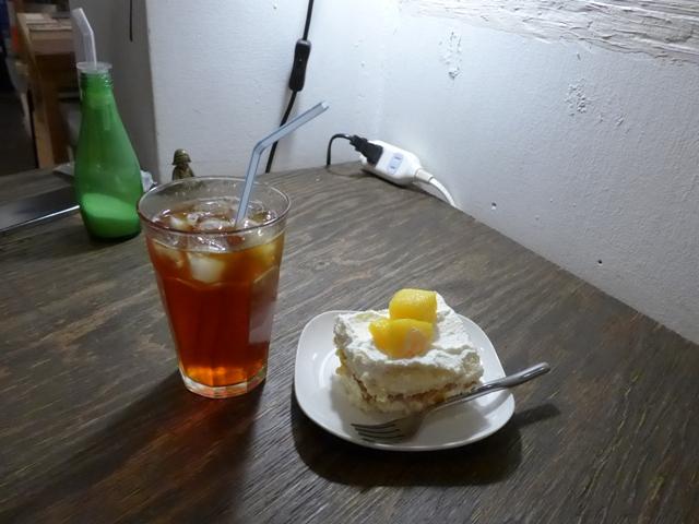 西荻窪「+cafe タスカフェ」へ行く。_f0232060_15474696.jpg