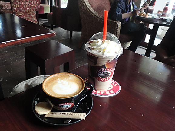 ホーチミン その7 HIGHLANDS COFFEEでお茶_e0230011_17173878.jpg