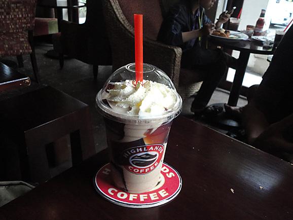 ホーチミン その7 HIGHLANDS COFFEEでお茶_e0230011_17193879.jpg