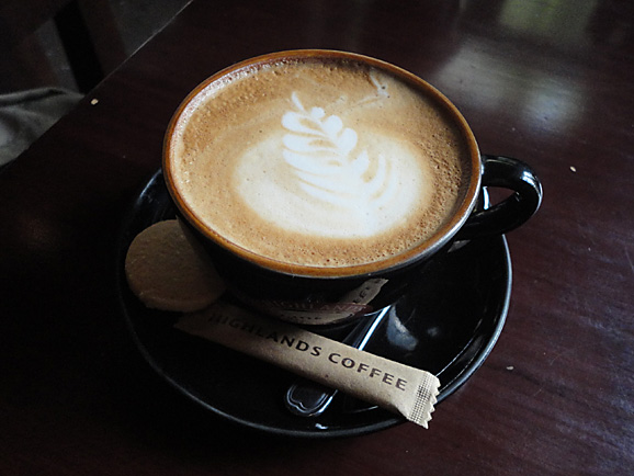 ホーチミン その7 HIGHLANDS COFFEEでお茶_e0230011_1720335.jpg