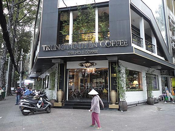 ホーチミン その8 BANH MI HUYNH HOA&Trung Nguyen Coffee_e0230011_17395650.jpg