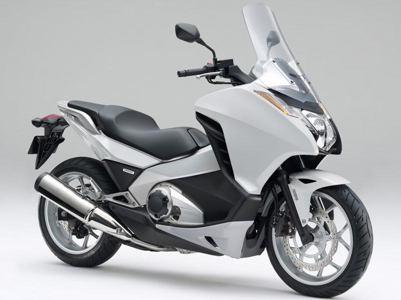 インテグラ750にバイクザシートインサイド_e0114857_20145024.jpg