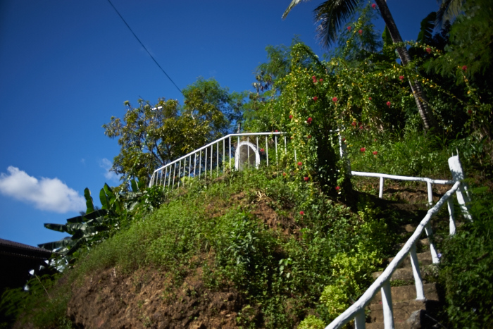 Along the highway - a stairway to Virgin Mary_e0202828_13253980.jpg
