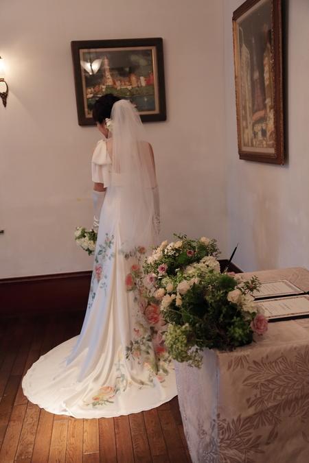 秋の装花 シェ松尾松濤レストラン様へ バラのウェルカムリースとミモザアカシアのアーチ風 _a0042928_21323439.jpg