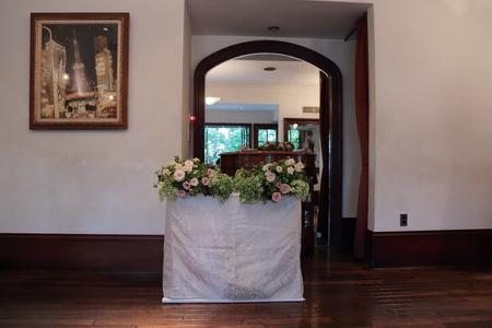 秋の装花 シェ松尾松濤レストラン様へ バラのウェルカムリースとミモザアカシアのアーチ風 _a0042928_21332221.jpg