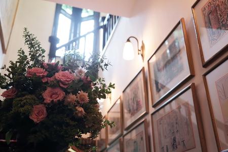 秋の装花 シェ松尾松濤レストラン様へ バラのウェルカムリースとミモザアカシアのアーチ風 _a0042928_21334358.jpg