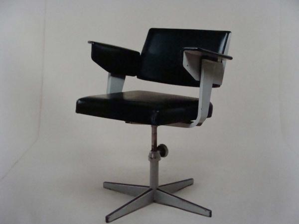 "\""Friso Kramer Directors Chair\""ってこんなこと。_c0140560_1028015.jpg"