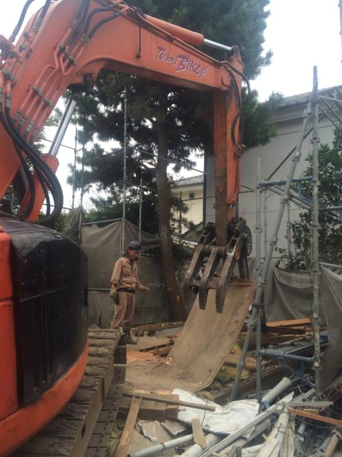 解体工事が行われました。_a0148909_1624459.jpg