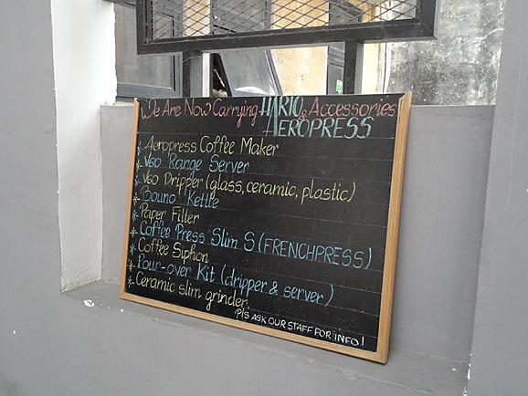 ホーチミン その11 The Workshop Cafeでコーヒー&ケーキ_e0230011_1745356.jpg