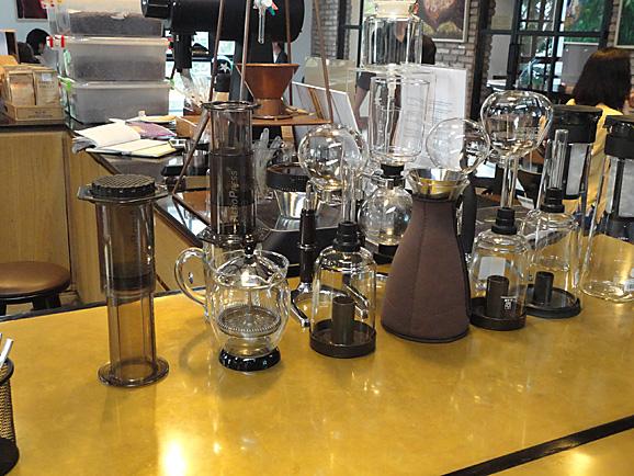 ホーチミン その11 The Workshop Cafeでコーヒー&ケーキ_e0230011_17515365.jpg