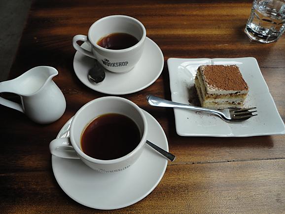 ホーチミン その11 The Workshop Cafeでコーヒー&ケーキ_e0230011_17534012.jpg