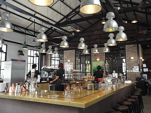 ホーチミン その11 The Workshop Cafeでコーヒー&ケーキ_e0230011_17581016.jpg