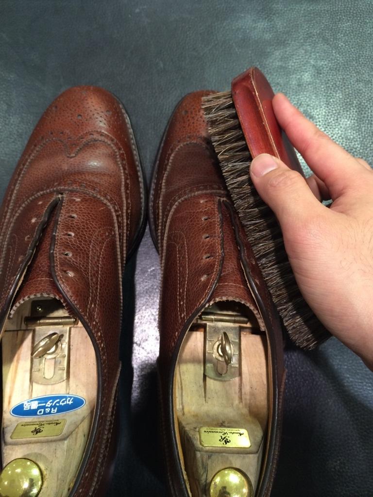 シボ革の靴のお手入れには_b0226322_11234589.jpg