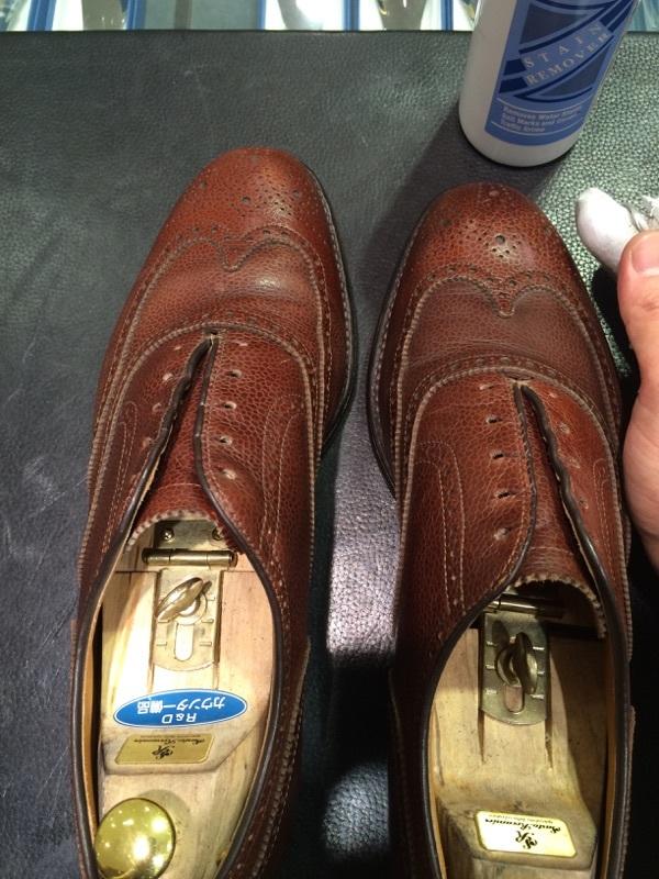 シボ革の靴のお手入れには_b0226322_11234856.jpg