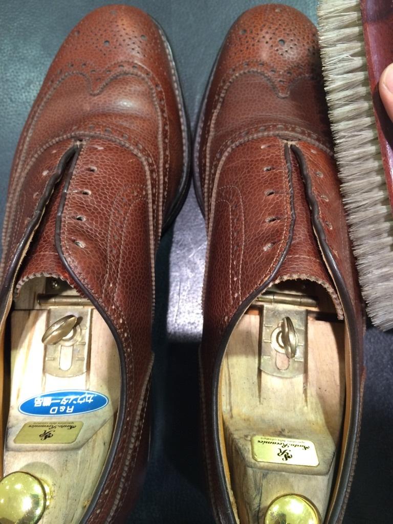シボ革の靴のお手入れには_b0226322_11240079.jpg