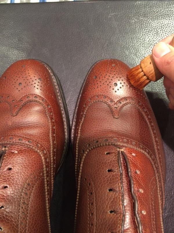 シボ革の靴のお手入れには_b0226322_11240392.jpg