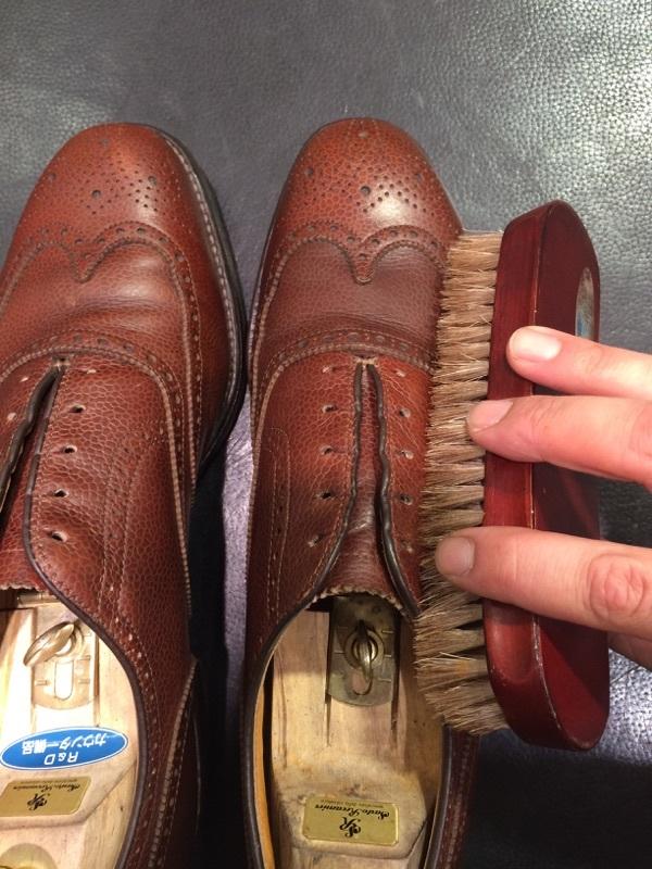 シボ革の靴のお手入れには_b0226322_11240661.jpg