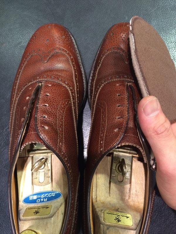シボ革の靴のお手入れには_b0226322_11240834.jpg