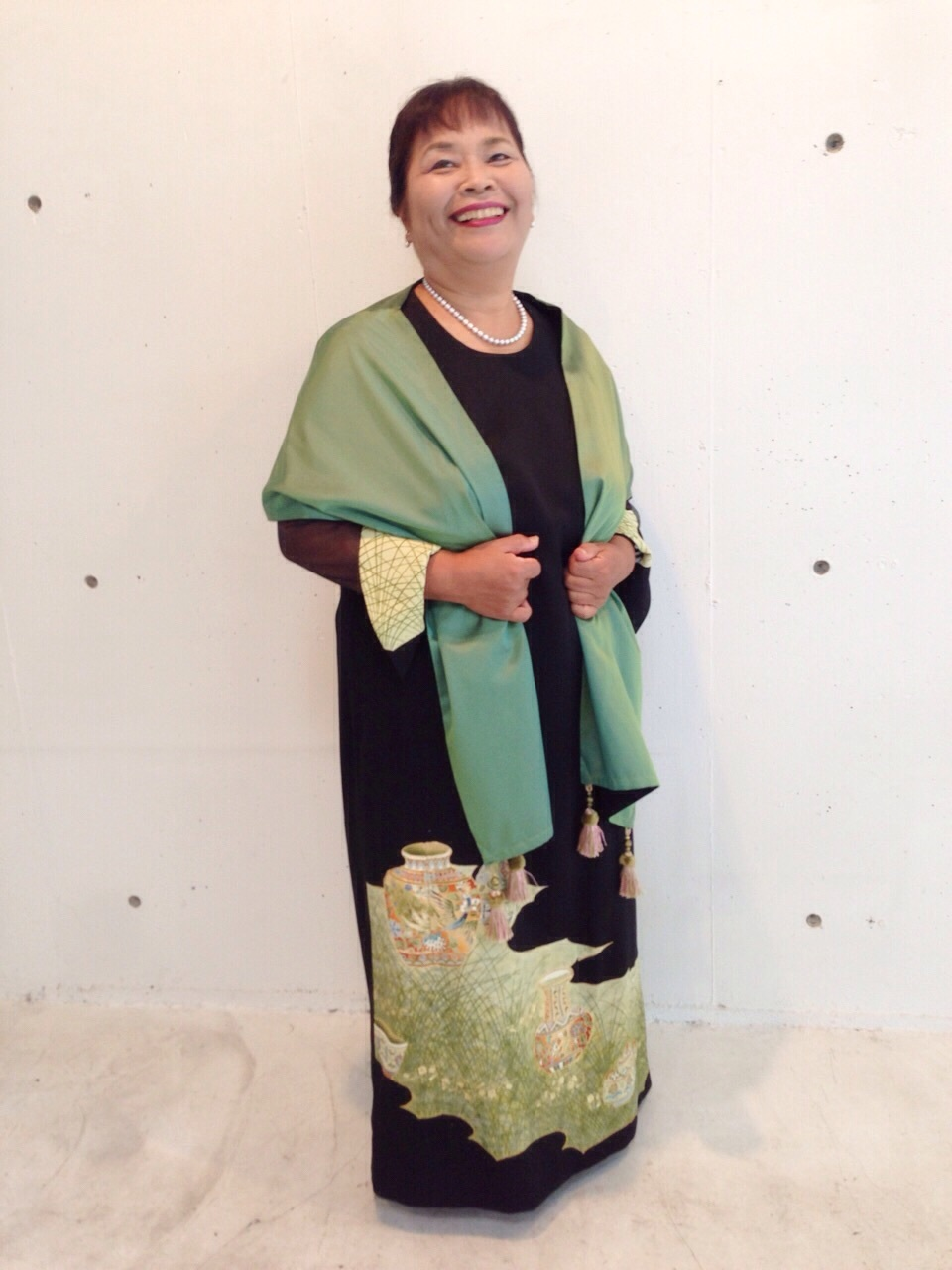 100歳の母親の形見をドレスに。_c0247853_02384870.jpg