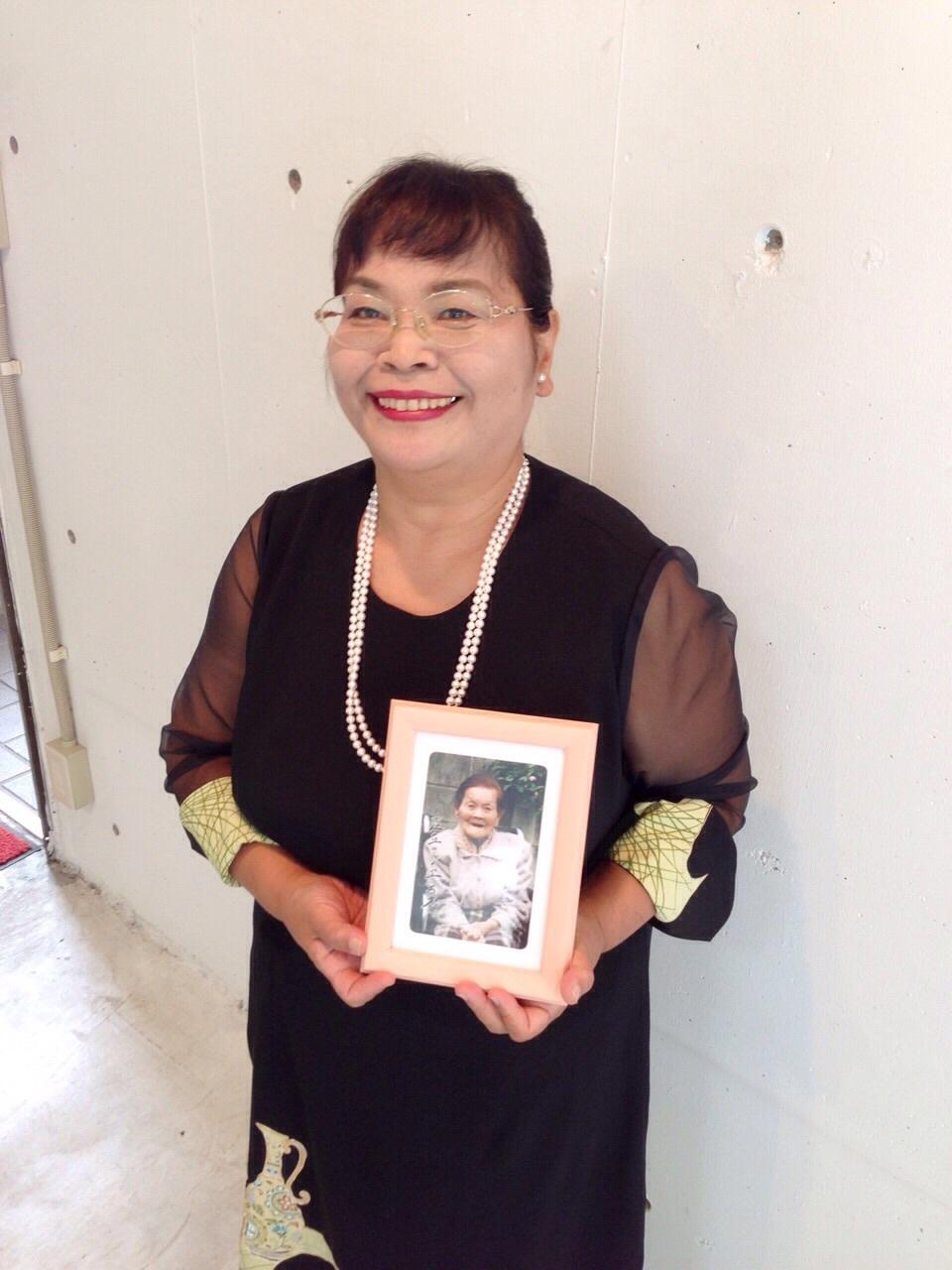 100歳の母親の形見をドレスに。_c0247853_02483456.jpg