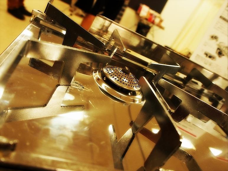 ◆もう2バーナーなんていらない!? ~テーブルの上の二重奏「ST-526」_b0008655_00454309.jpg