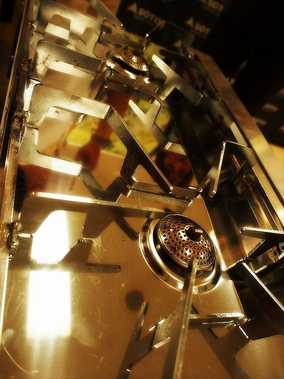 ◆もう2バーナーなんていらない!? ~テーブルの上の二重奏「ST-526」_b0008655_00542704.jpg