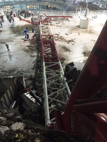 サウジアラビアでクレーンが大往生:やはりイエメンに中性子爆弾落とした天罰か!?_e0171614_10563469.jpg