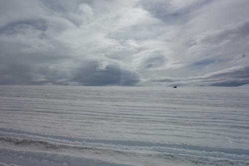 ラングヨークトルの氷河をくり抜いた氷河のトンネル・ツアー、詳細レポート_c0003620_1656273.jpg