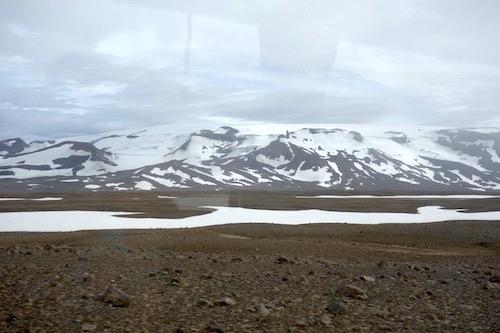 ラングヨークトルの氷河をくり抜いた氷河のトンネル・ツアー、詳細レポート_c0003620_175874.jpg