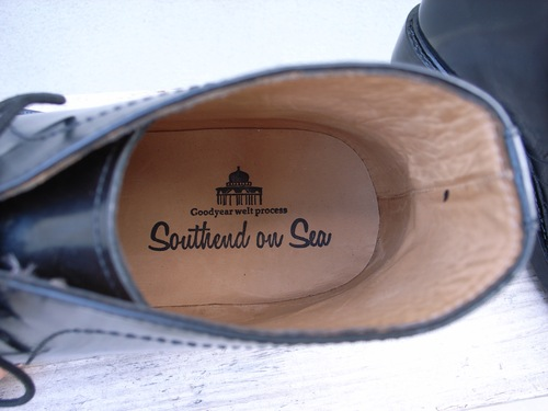 Southend on Sea チャッカーブーツ_d0334060_18581155.jpg