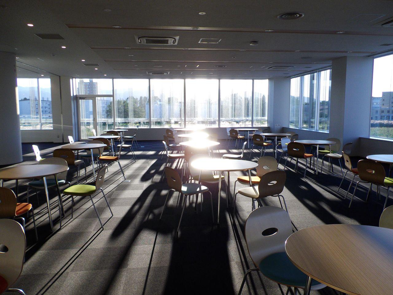 北キャンパスの新棟で高校生に出前授業_c0025115_18423670.jpg